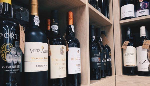 wine souvenir porto